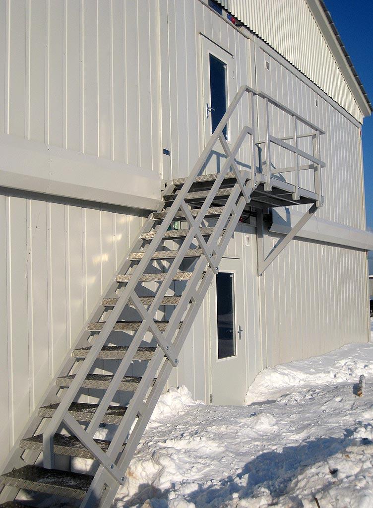 стальные двери наружные лестницы