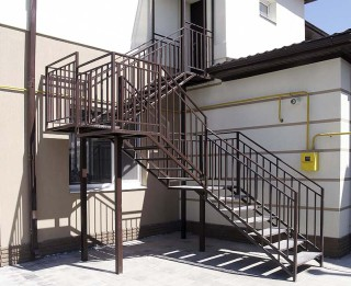 Металлическая лестница промышленного назначения